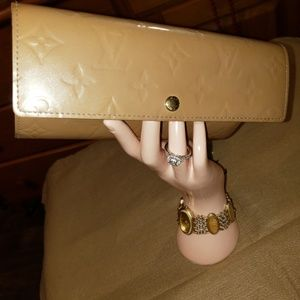 "Louis Vuitton Vernis 7.5""L4""H"